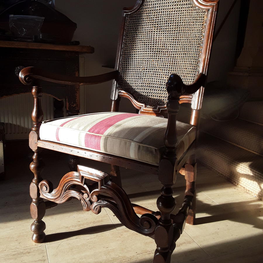 Caine Duch chair